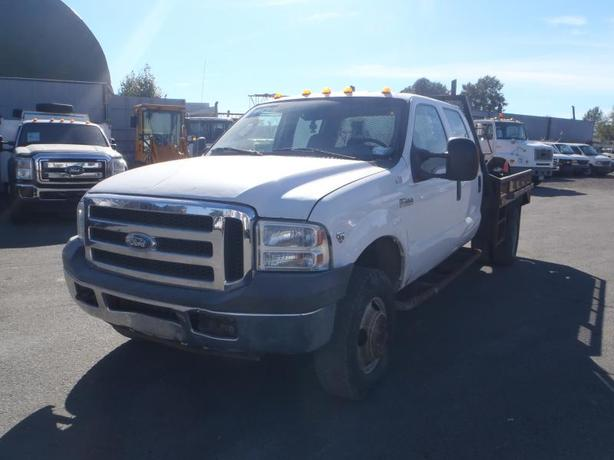 2005 Ford F-350 XLT SD Crew Cab 4WD DRW 9 Foot Flatdeck Dually