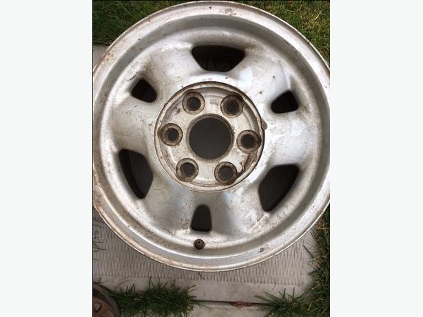 """16"""" Aluminum Rim Chev GMC"""