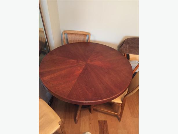 log in needed 300 round teak dinning room table w 2 leafs 6