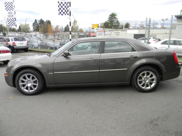 2009 Chrysler 300 TOURING EDITION  $10,900