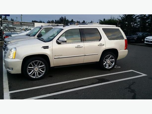 2012 Cadillac Escalade Platinum!!