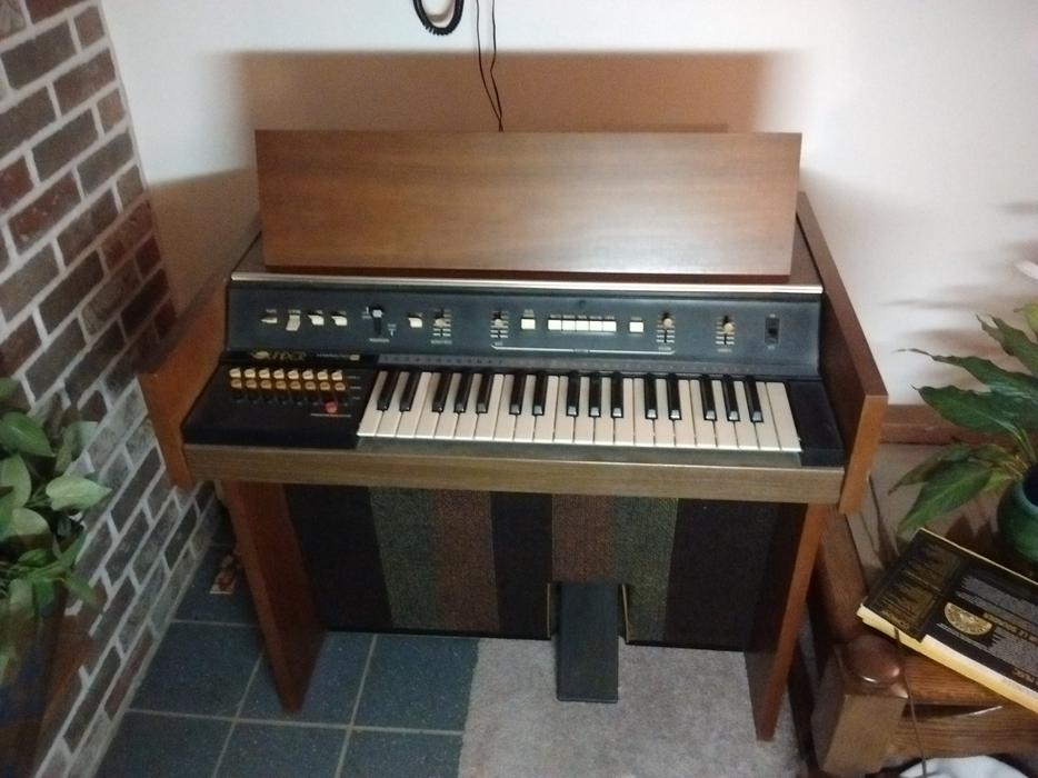 vintage organ for sale the sounder from hammond charlottetown pei mobile. Black Bedroom Furniture Sets. Home Design Ideas