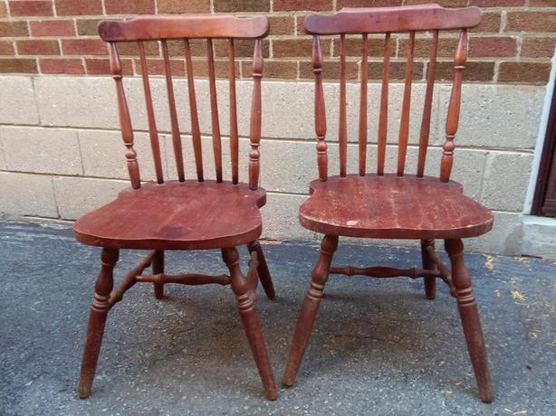 Pair of vintage windsor back solid wood chairs etobicoke