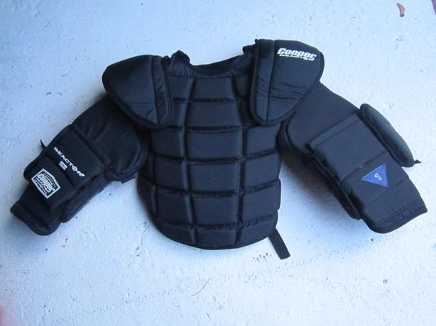Goalie Body Protector `Cooper`  sz. Med.- Large