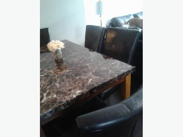 Montebello marble dinning srt