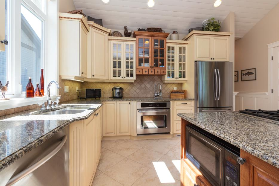 Cabinets complete w wall oven gas cooktop granite for Kitchen cabinets york region