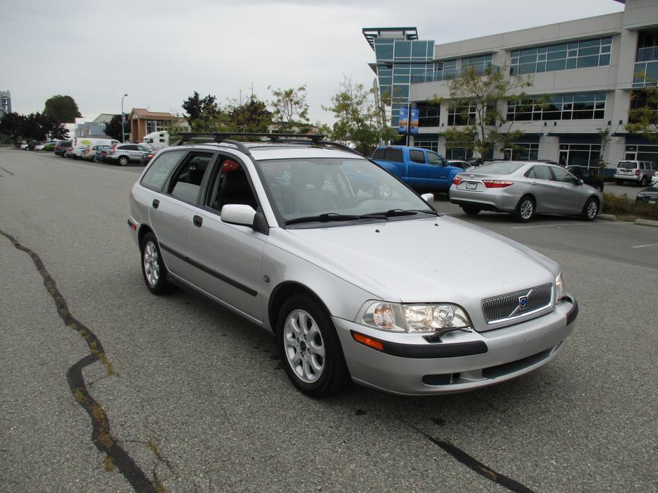 2002 Volvo V40 - 164 km Fully Loaded Station Wagon Outside Metro Vancouver, Surrey - MOBILE