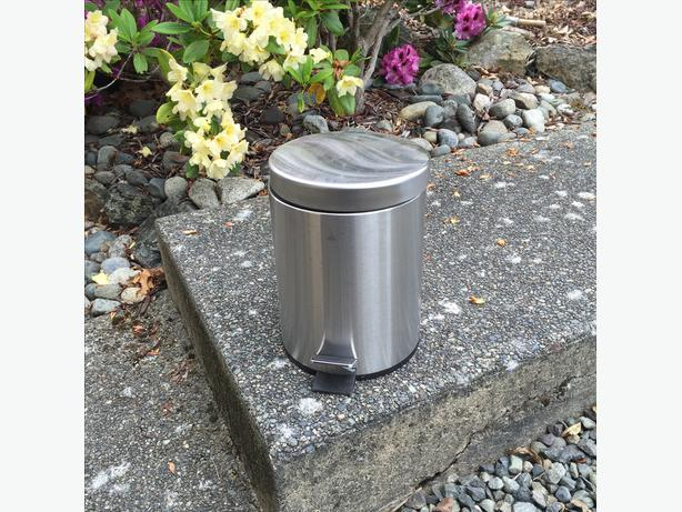 Small ikea garbage can saanich victoria for Ikea trash cans