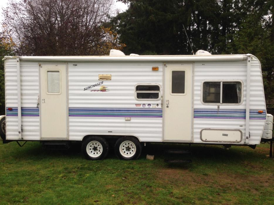 1999 23ft Sunchaser Travel Trailer Outside Nanaimo