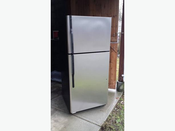 Stainless Steel GE top-freezer fridge