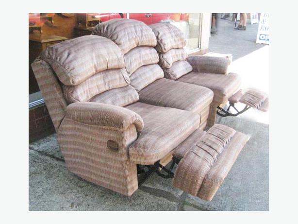 Lazy boy full size couch double sided Recliners, pillow topped arms Esquimalt & View Royal, Victoria