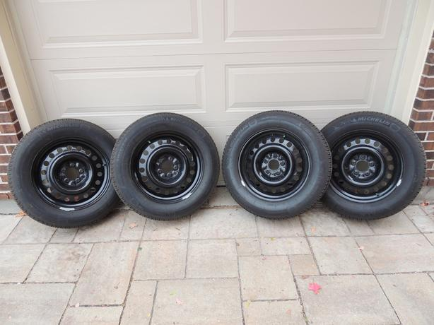 4 Michelin X-Ice XI3 215/65R17 Winter Tires On Steel Rims