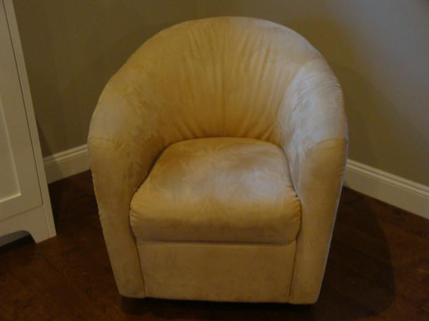 Swivel Base Tub Chair