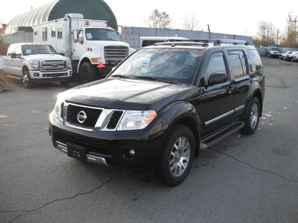 2011 Nissan Pathfinder LE Silver Edition 4WD 7 Passenger