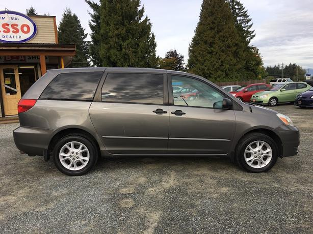 2005 toyota sienna ce all wheel drive fold down rear seat outside comox valley campbell. Black Bedroom Furniture Sets. Home Design Ideas
