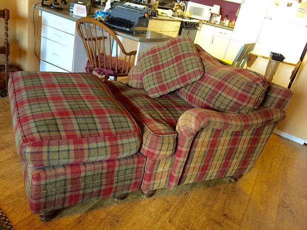 sofa with matching chair and ottoman north nanaimo nanaimo. Black Bedroom Furniture Sets. Home Design Ideas