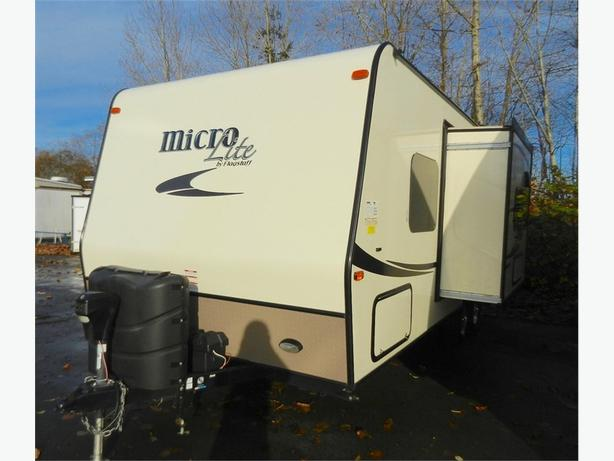 2016 Flagstaff by Forest River Micro-Lite 23FBKS - Awesome Murphy Bed, Great Lay