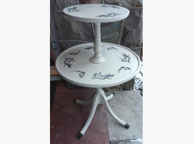 Vintage 2 tiers Sides Round Table with Claw Feet