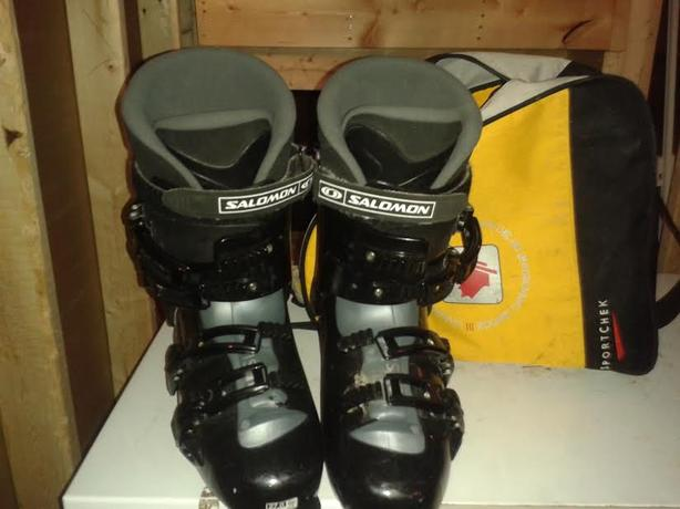 Salomon ski boots & carrying bag