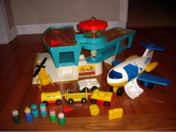 FISHER PRICE AIRPORT/CASTLE