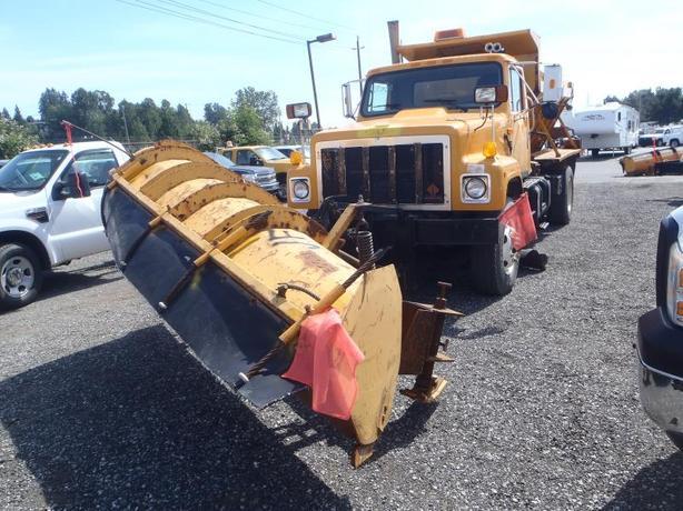 2002 International 2574 Single Axle Diesel Plow / Sander Truck