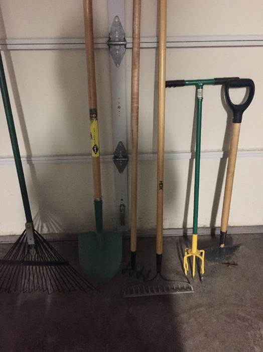 Several garden tools north nanaimo nanaimo for Gardening tools vancouver
