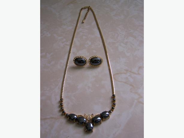 Necklace w/Earring Set