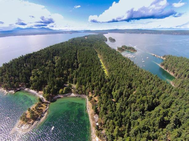 A very special 4.1 acre property on beautiful DeCourcy Island (near Nanaimo BC)