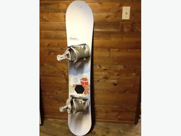 "Women's 147""  Burton Snowboard with Flow bndings"