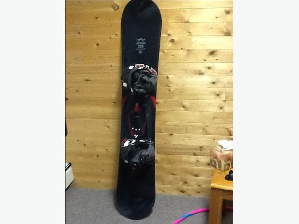 "Lamar 155"" snowboard with Flow bindings"