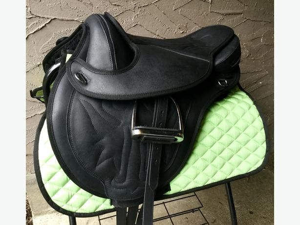 "New 15"" leather treeless saddle, adjustable gullet fits all!"