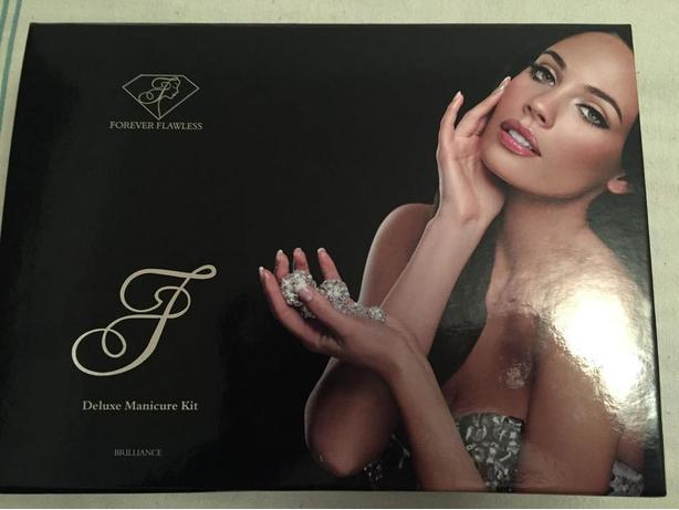 FOREVER FLAWLESS DELUXE MANICURE KIT