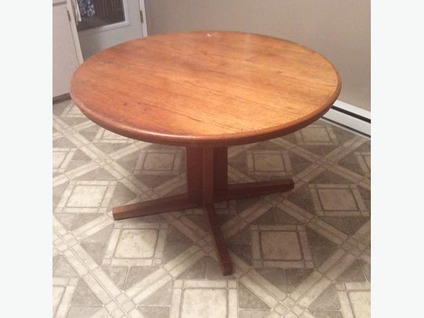 Round teak table with one leaf