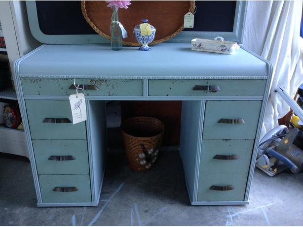 Cute vintage desk