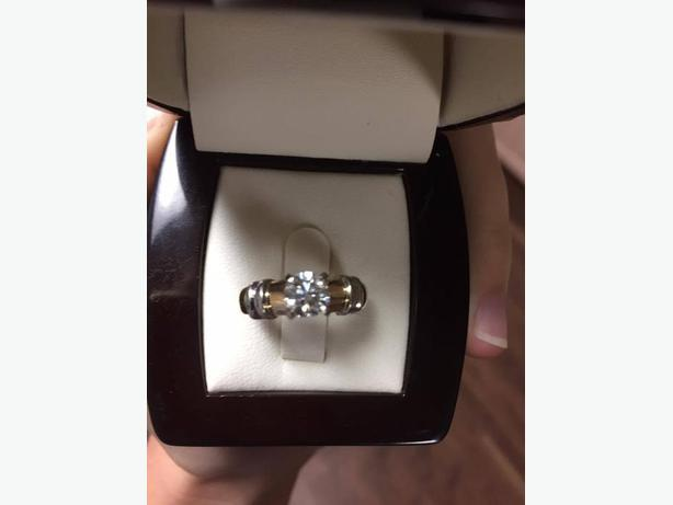 14K Yellow and White Gold Solitaire Engagement Ring (Never been worn)