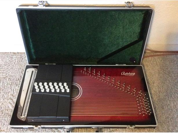 Attache Autoharp by Oscar Schmidt