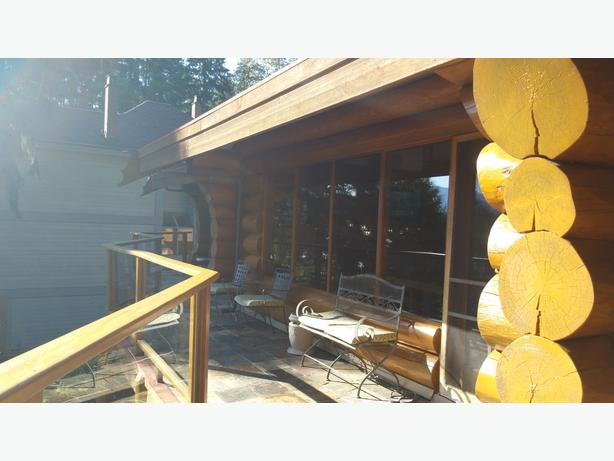 Sproat Lakefront  Log house Furnished top flr 2br 3ba avail till May 2017