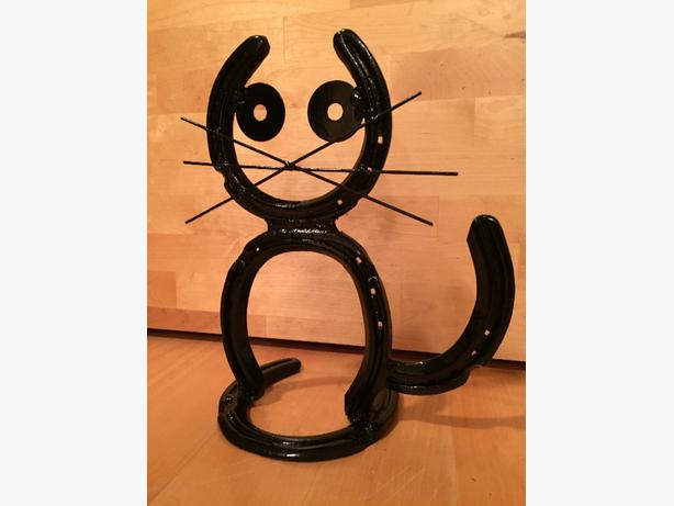 Horseshoe Cat