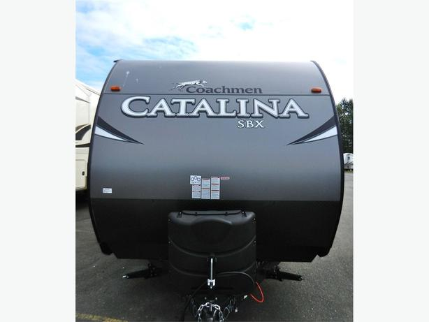 2017 Catalina 261 BHS - Beautiful Bunk Unit with Quality Finishi -