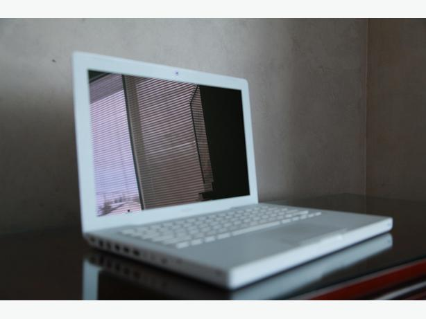 Apple MacBook 2Ghz C2Duo, 160GB HD, WIFI, Bluetooth