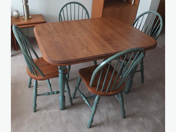 Solid Wood Kitchen Table With Matching Chairs Nepean Ottawa