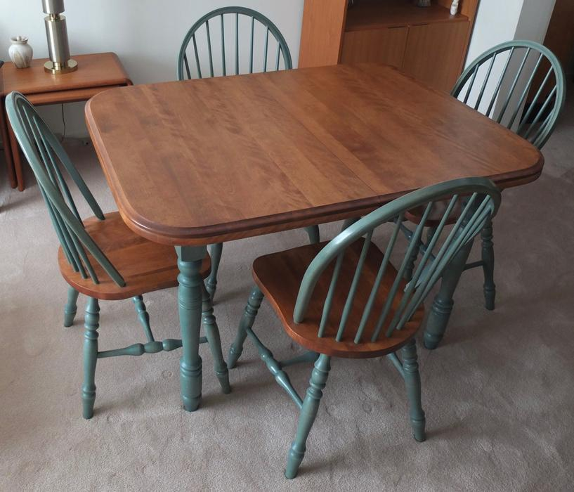 Used Kitchen Table And Chairs: Solid Wood Kitchen Table With Matching Chairs Nepean, Ottawa