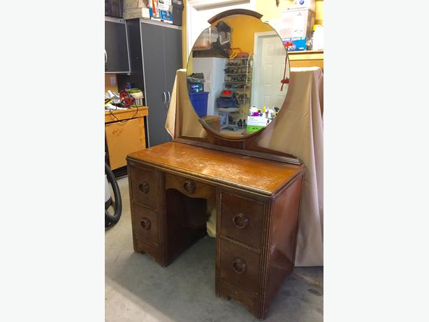 Dressing table or desk