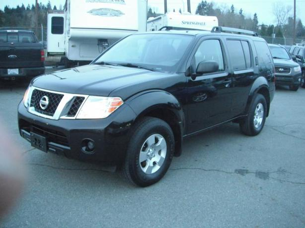 2011 Nissan Pathfinder 7 Passenger LE 4WD
