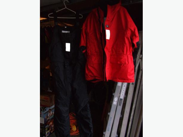 2 Piece Helly Hansen 2XL Floater suit