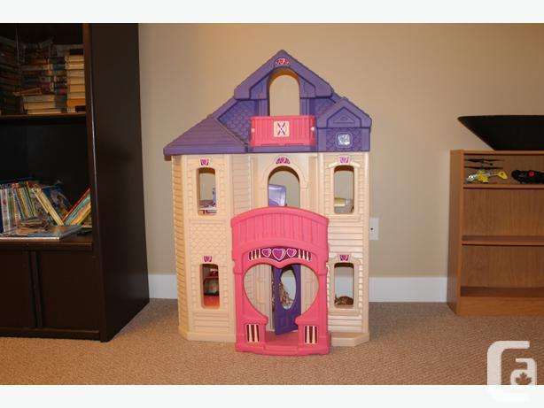 REDUCED!!!  HUGE INDOOR DOLLHOUSE