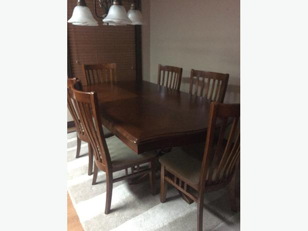 High end solid construction dining table, 2 leafs and 10 chairs