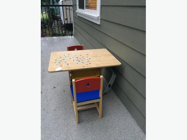 kids table with 2 chairs & 4 organizers