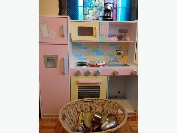 Reduced price! kitchen with lots of accessories!