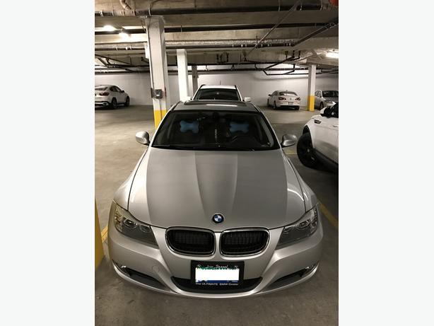 2011 BMW 323i ***Extra Low Milage***43,600km